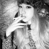 渣女抽烟头像图片-抽烟头像